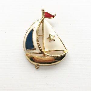 ✨HOST PICK✨ Avon patriotic gold sailboat pin
